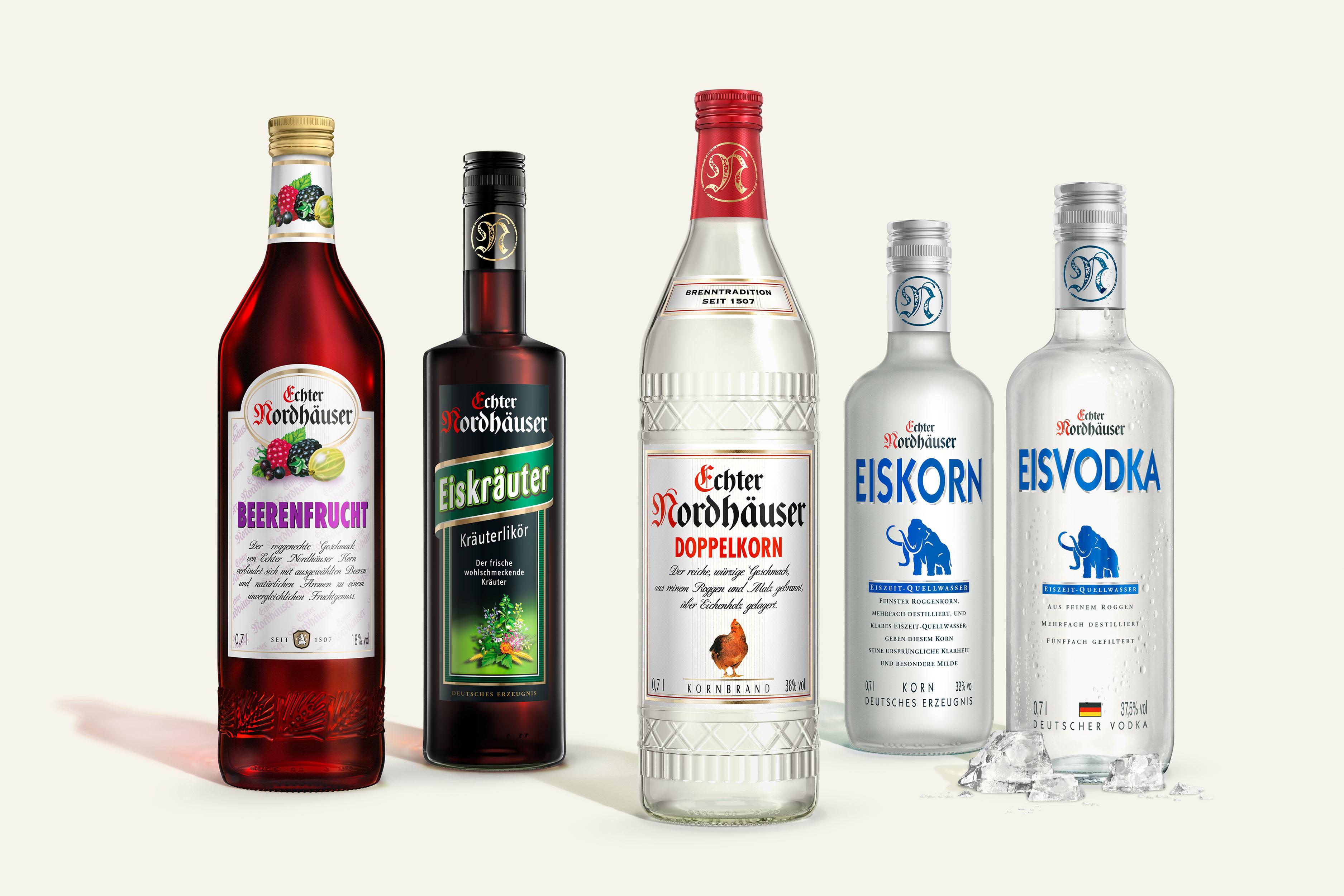 CGI Rendering 3d Echter Nordhäuser CGI Doppelkorn Eisvodka Beeren Kraeuter Flasche Liquid Getraenke Alkohol Idris Kolodziej