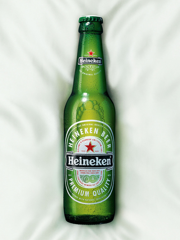 Still life Photographie Fotografie Studio Heineken Liquids Bier Flasche Glas Betauung Seide Idris Kolodziej