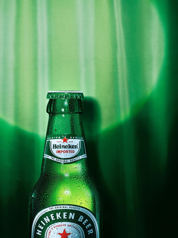Still life Photographie Fotografie Studio Heineken Liquids Bier Flasche Glas Betauung Spot Vorhang Theater Bühne Idris Kolodziej