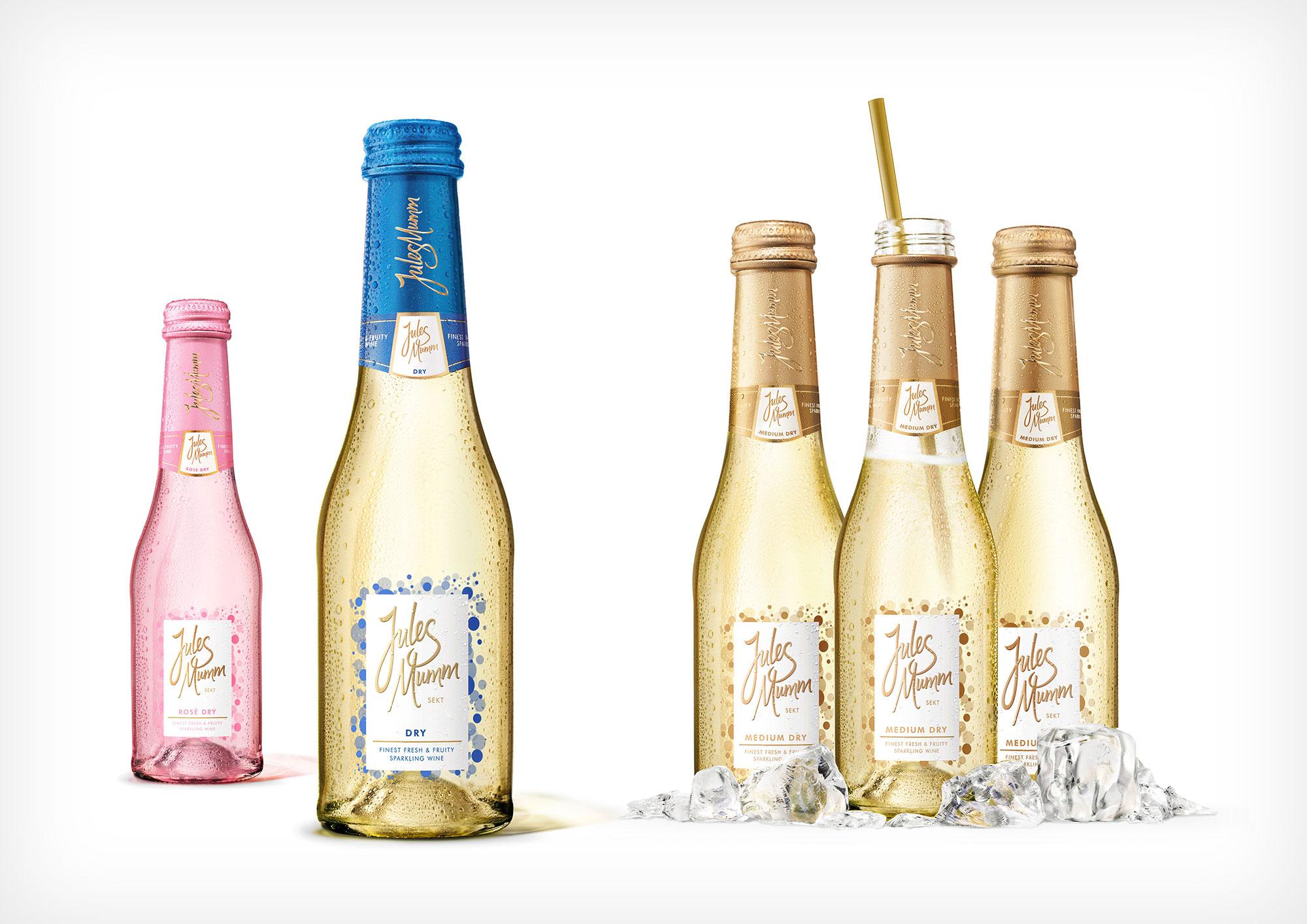 Still life Photographie Fotografie Studio Jules Mumm Liquids Sekt Piccolos Flasche Glas Betauung Eiswürfel Idris Kolodziej