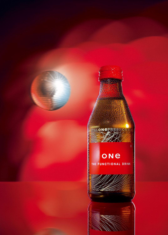 Still life Photographie Fotografie Studio One Functional Liquids Flasche Glas Betauung Discokugel Idris Kolodziej